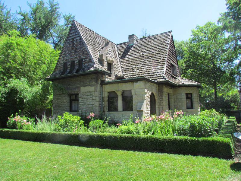 Cleveland Ave Gatehouse 1